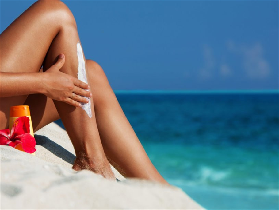 Health Canada Approves a Selected Number of Sunscreens Safe!