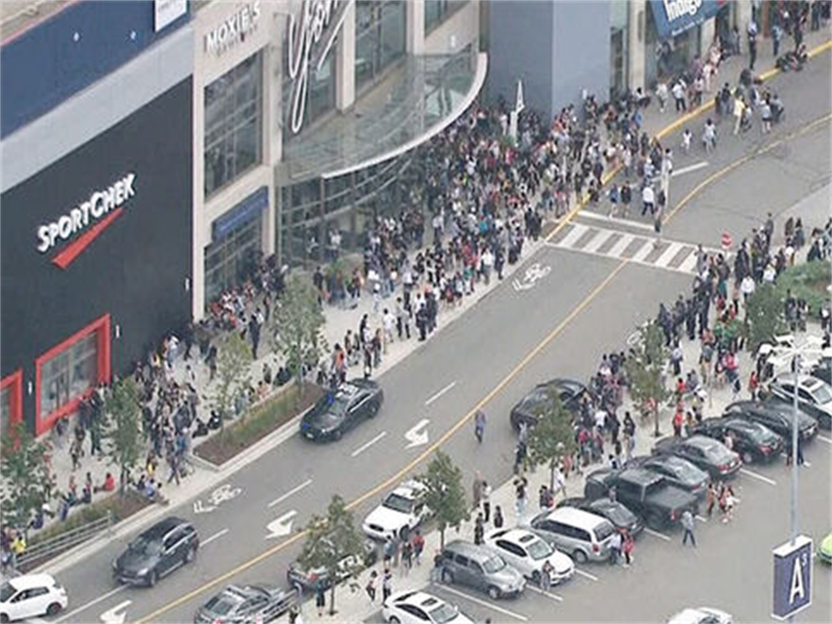 Toronto Yorkdale mall sealed after shots fired