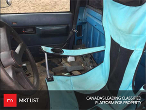 Weird canada: A Lawn chair for Drivers Seat, Isn't that Comforting?