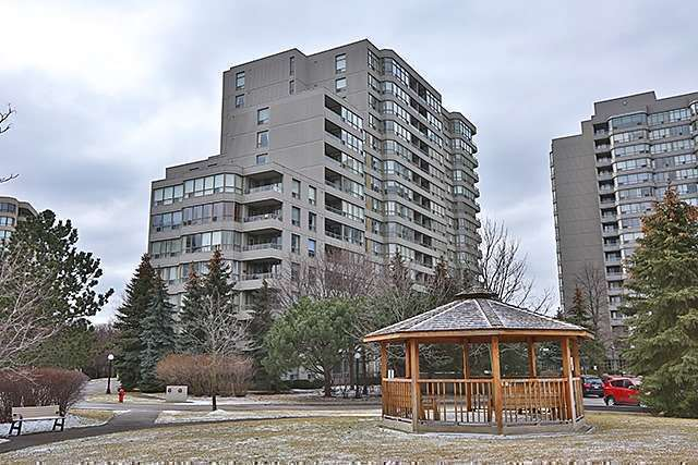 LARGE LUXURY condo in Thornhill Vaughan 2 parkings 11