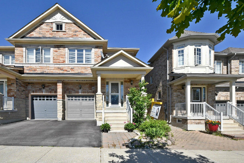 ***REDUCED*****STOUFFVILLE SEMI-DETACHED HOUSE