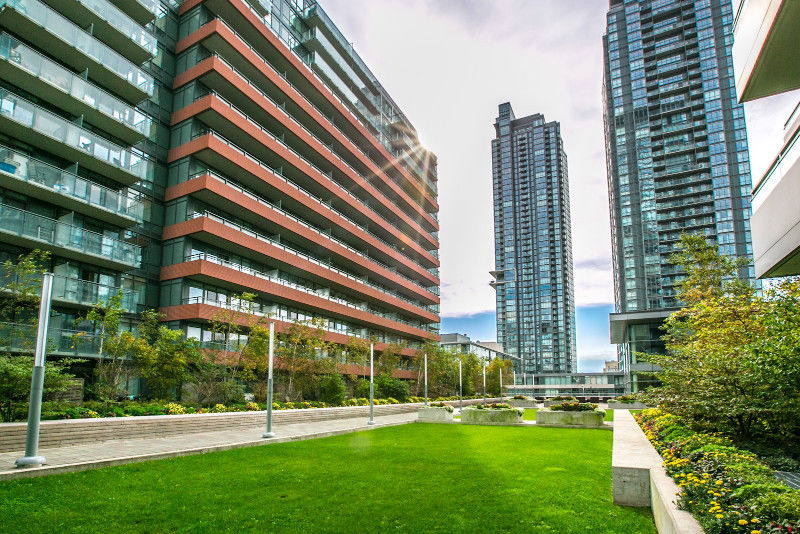 2 BED + 2 BATH + DEN LAKEVIEW DOWNTOWN TORONTO CONDO