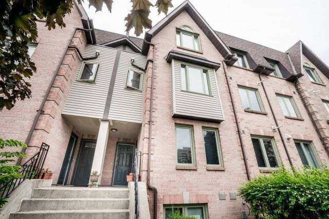 Elegant Townhouse In The Heart Of Richmond Hill At Weldrick Rd