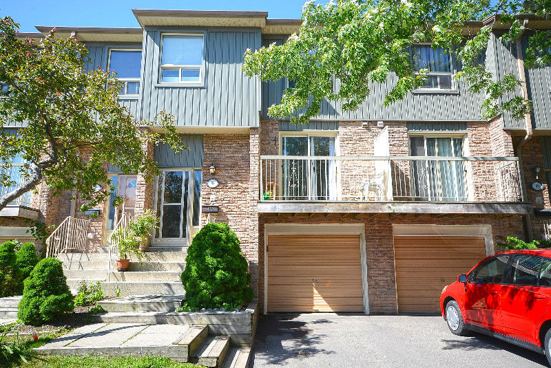 Beautiful Town Home For Sale in Mississauga