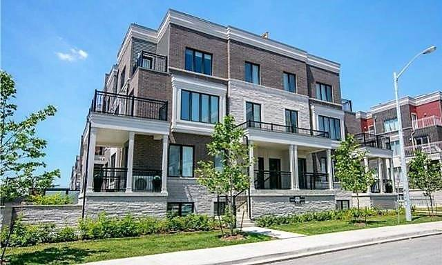 Absolutely Stunning 2 Br Condo Townhouse In Trendy West Toronto