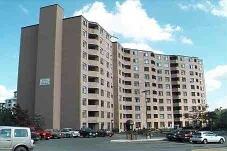Huge 3 Bedroom Condo InThe Heart Of Newmarket