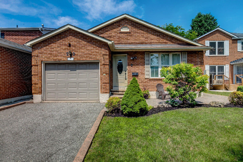 3 bedroom bungalow backing onto ravine in Ajax
