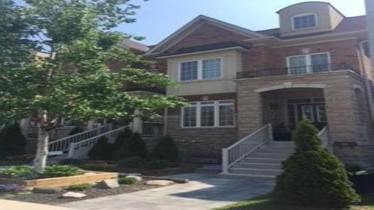Three Storey Townhouse Weston and Sheppard Area