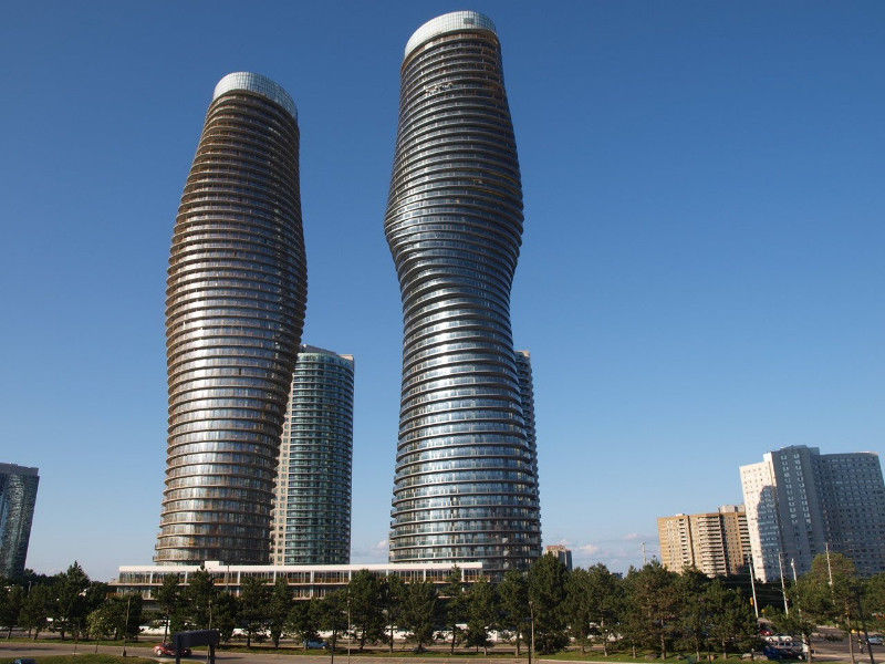 Mississauga 2-Bed 2-Bath Square One Condo: *Marilyn Monroe*