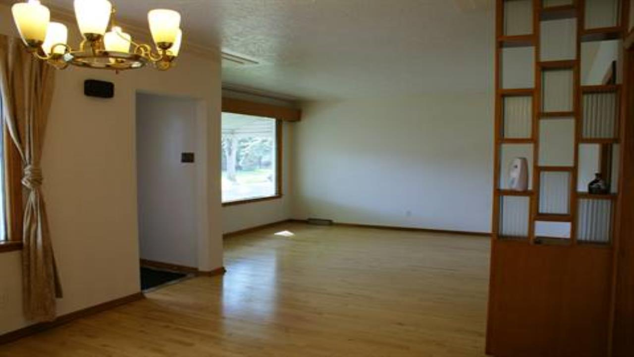 Great  UA 3 Bdrm Main Floor suite in Strathcona