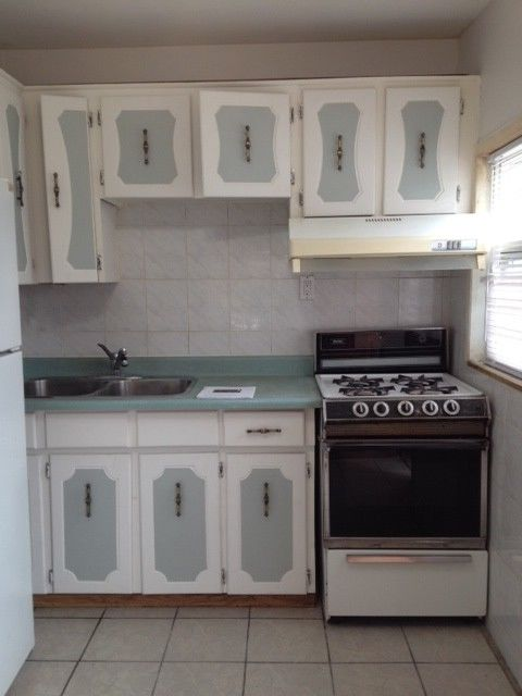 Beautiful Bachelor Apartment !! - Steps to TTC - Laundry Onsite!