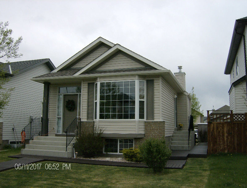 HOUSE FOR SALE IN EVERGREEN