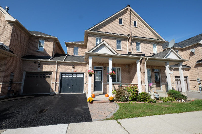FREEHOLD TOWNHOUSE FOR SALE IN RICHMOND HILL