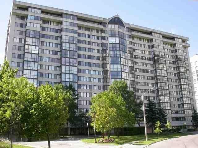 Very Clean&Rare 2 Bedroom + Solarium&2 Full Baths W/2 Balconies, Etobicoke, Ca