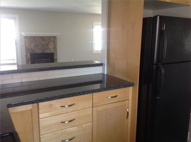 TRENDY 2 BDRM TOWNHOUSE IN SW CALGARY!! YOU WONT BE DISAPPOINTED