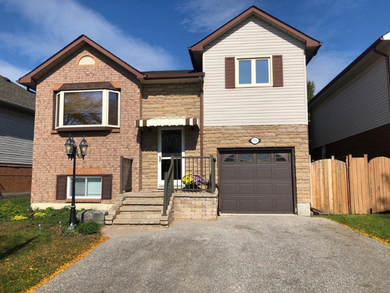 Detached House for SALE in Oshawa- $529,900 ONLY !!!!