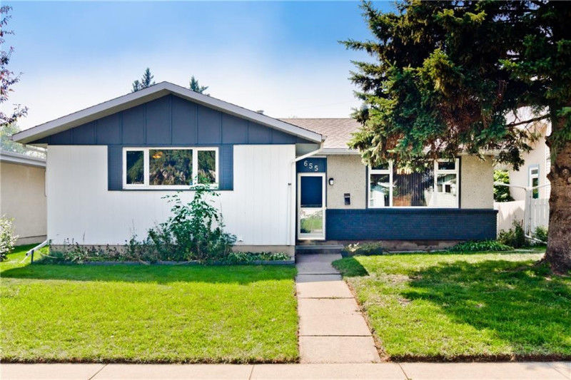 Rare R-2 zoned bungalow in Acadia 3 bedrooms + 3.5 baths