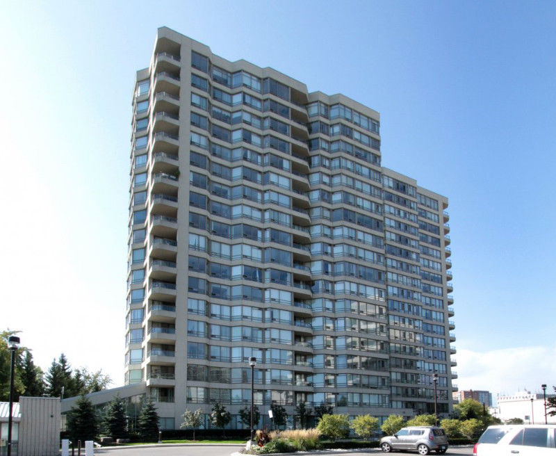 Stunning Central Mississauga Condo $415,000