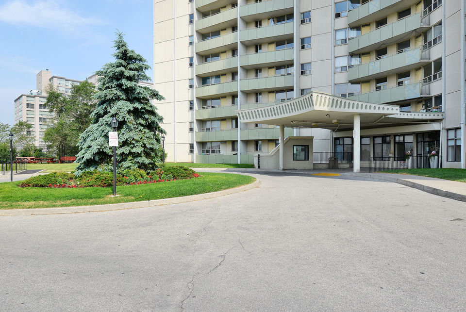Bachelor Don Mills between York Mills and Sheppard $1350