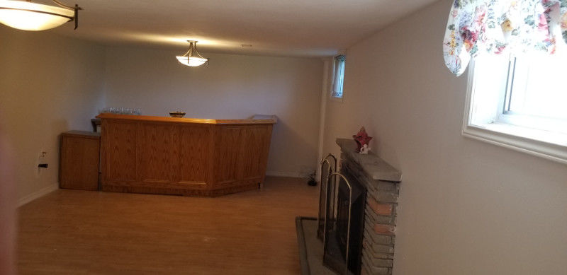 Bachelor Unit-Sept Ent &Bath,Laundry,A/C,2 Big Windows,No Carpet-196;
