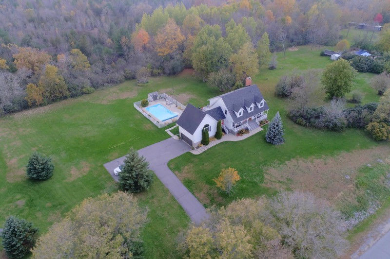 4 bed 2.5 bath executive home on 2 acres in Rosedale Estates