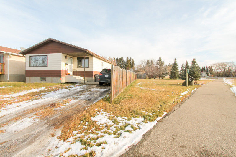 Newly renovated and updated 2 bedroom bungalow