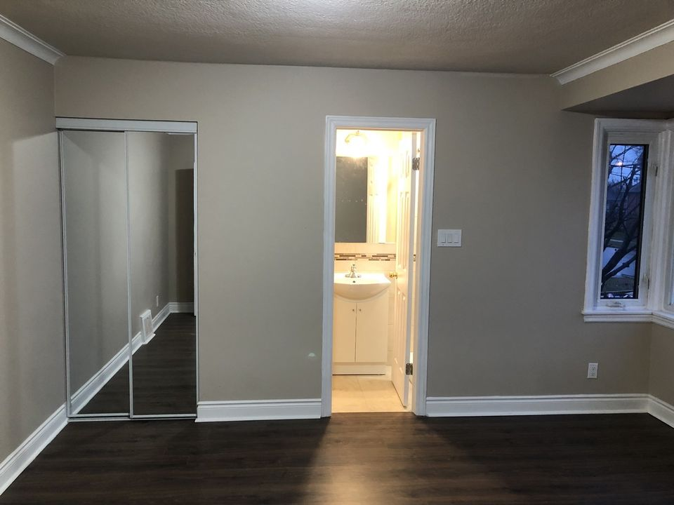 Dufferin and Wilson - Close to Yorkdale Mall - Room for Rent