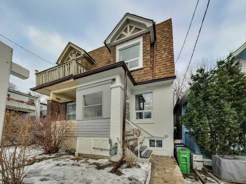 Amazing Ready-To-Move-In Semi/ New Kitchen/ In East End Toronto