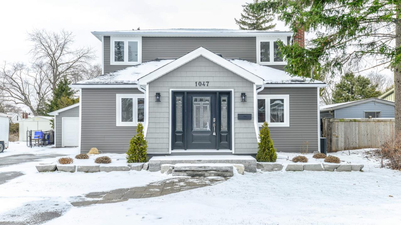 Gorgeous House For Sale In Burlington!