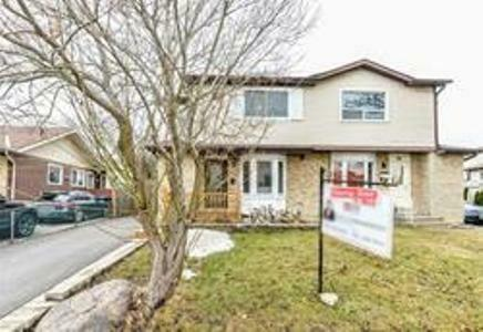 Semi Detached Large Modern House Of Brampton Ontario Location.