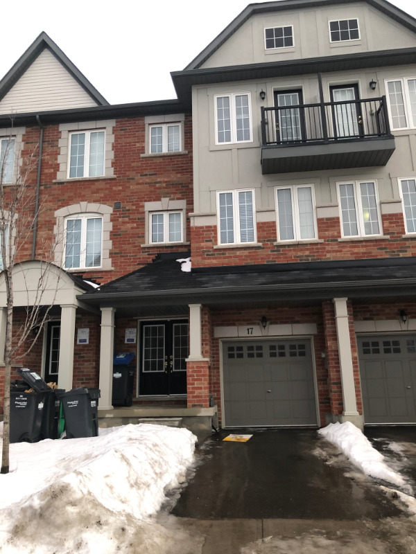 location!!!Bovaird & Heart lake 3bdrm 3washrm townhouse for rent