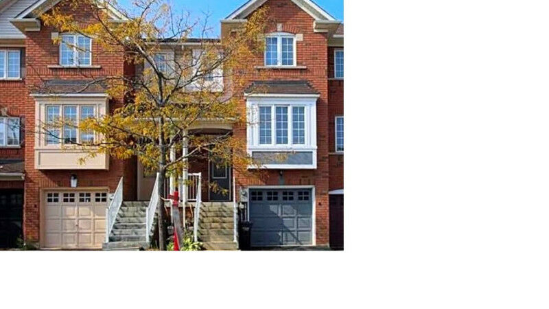 Gorgeous 3 bedroom townhouse in Brampton available from Feb15