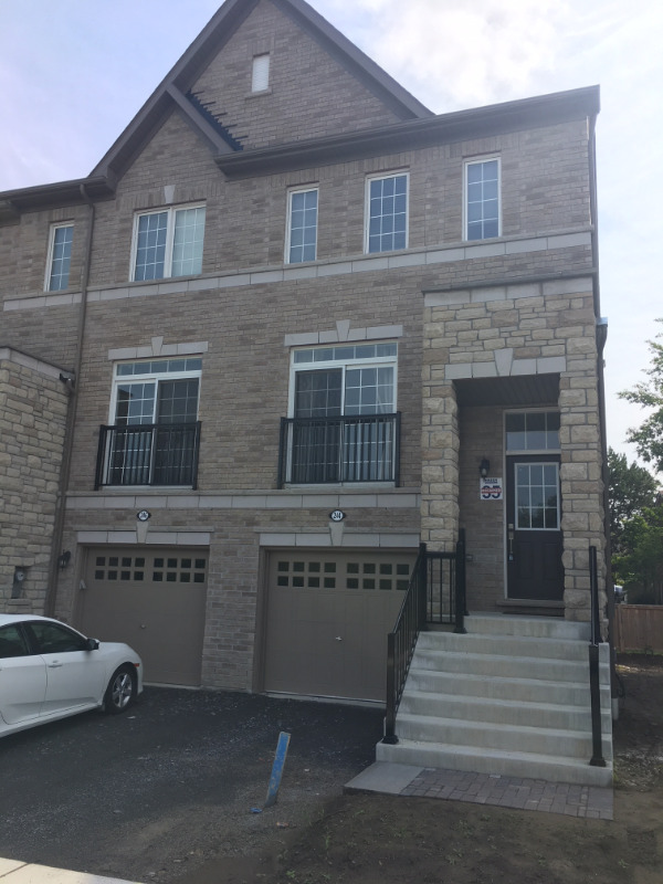 SHORT TERM RENTAL FULLY FURNISHED End Unit Townhouse in AJAX