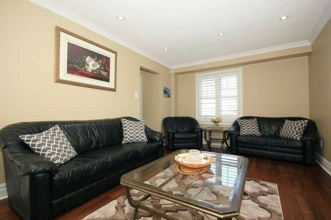 BEAUTIFUL & MOVE IN READY 3+1 BR DUPLEX IN PRIME AJAX FOR SALE!