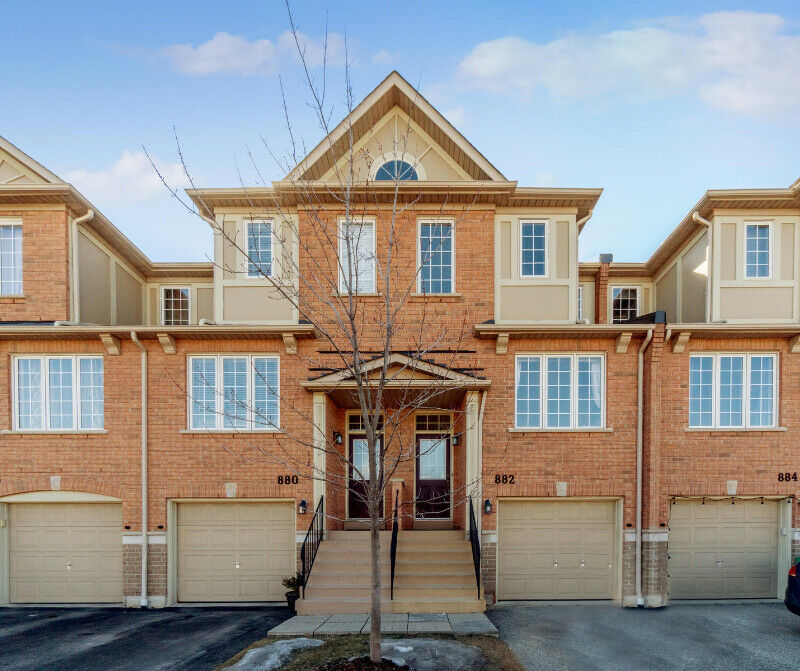 Gorgeous 3 Bedroom Townhome for Sale in Mississauga!