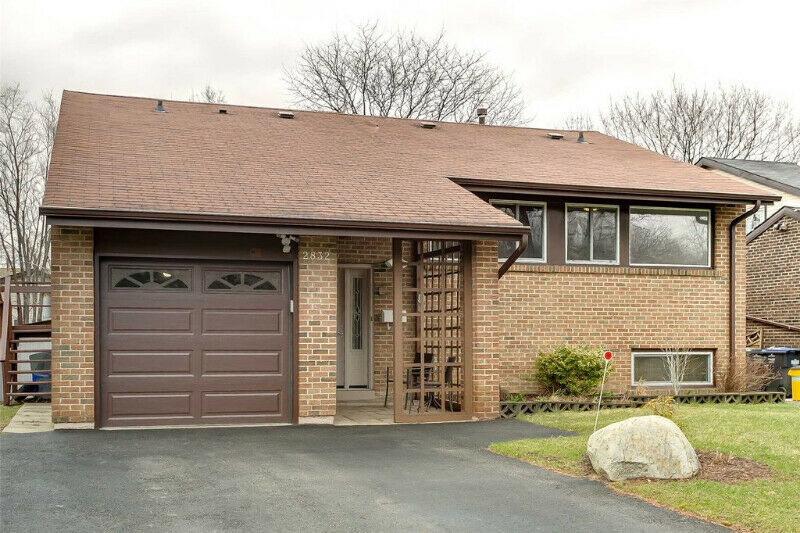 Upgraded Detached Meadowvale Home On Premium Pie Shaped Lot