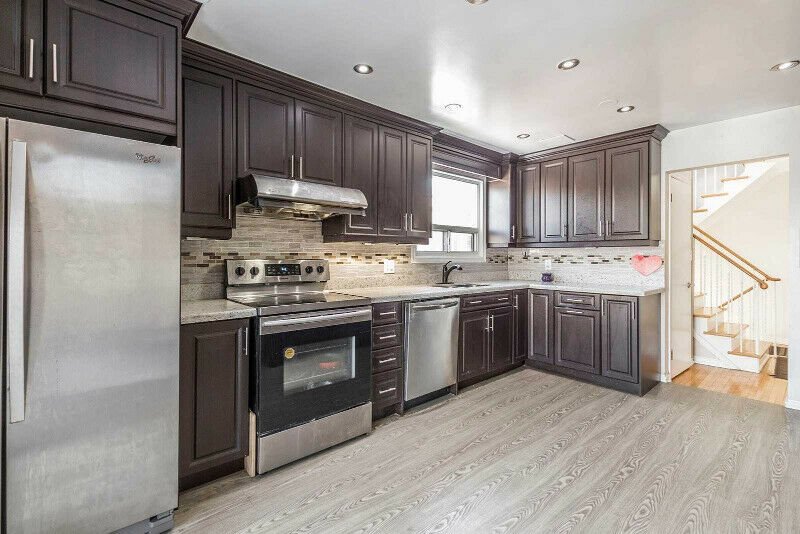 !!Very Well Maintained Semi Detached House for sale in BRAMPTON