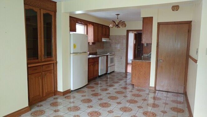 5 bedr (3+2), 3 kitchen bungalow @Yonge/Steeles for large family