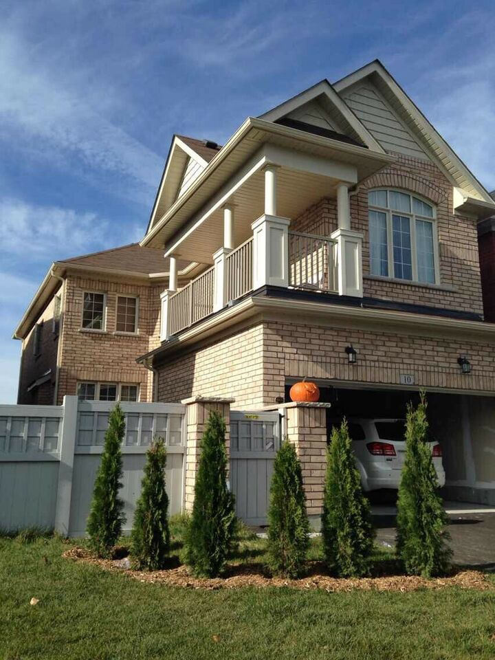 Single House for rent in Richmond Hill
