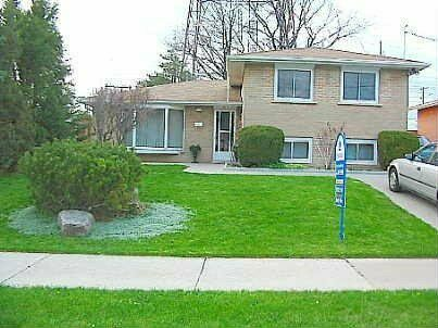 Spacious Finch/Leslie 5 Bed 2 Bath 4 Parking Detached House