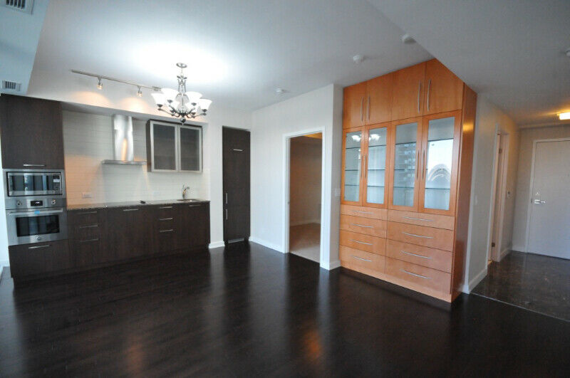 LUXURIOUS 2 BEDROOM CONDO AT ICE 2 FOR RENT, 14 York St
