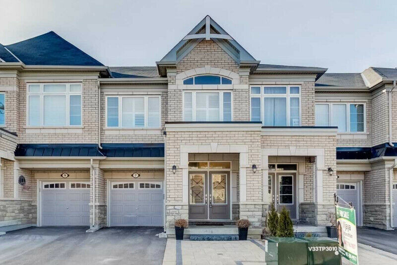 Stunning 3 Years Old!! 3 Bdrm Freehold Townhouse For Sale!!
