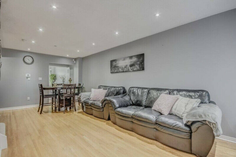 Bright & Spacious 4 Bedrooms Condo Townhouse For Sale In Toronto