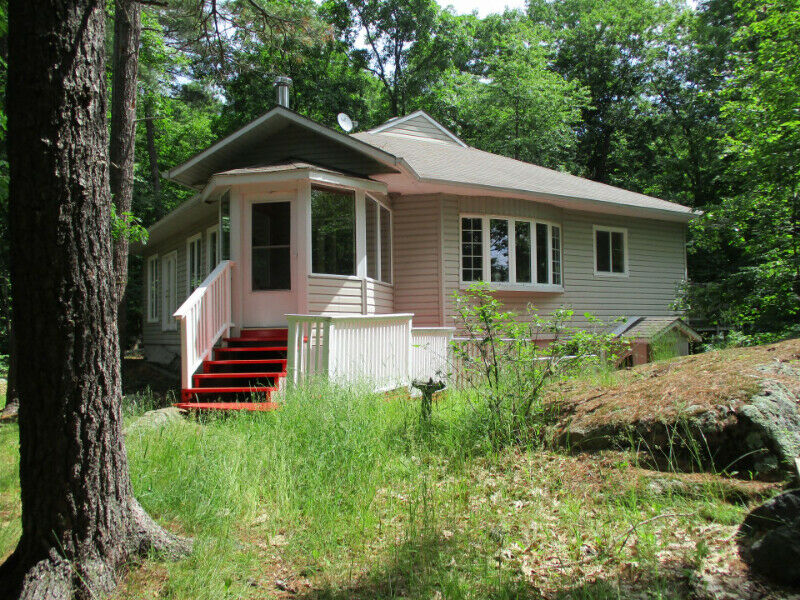 1 Bobbs Island, Newboro Lake, House and Cottage, 6+ acres lot