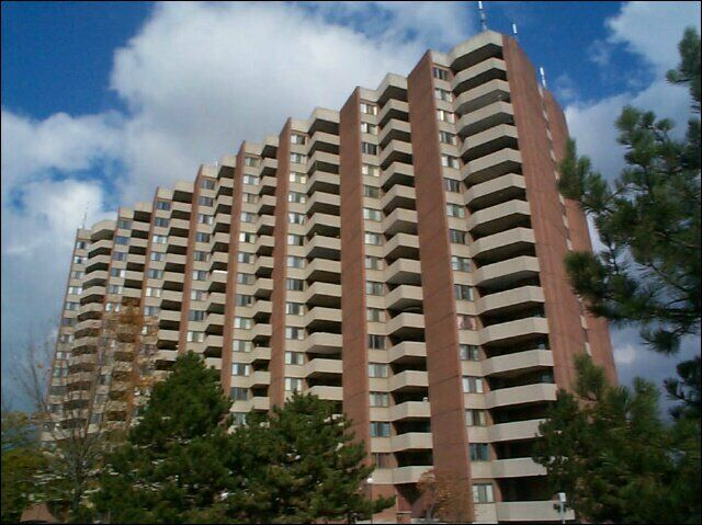 Meadowvale and 401 : 1 Dean Park Road, 1BR