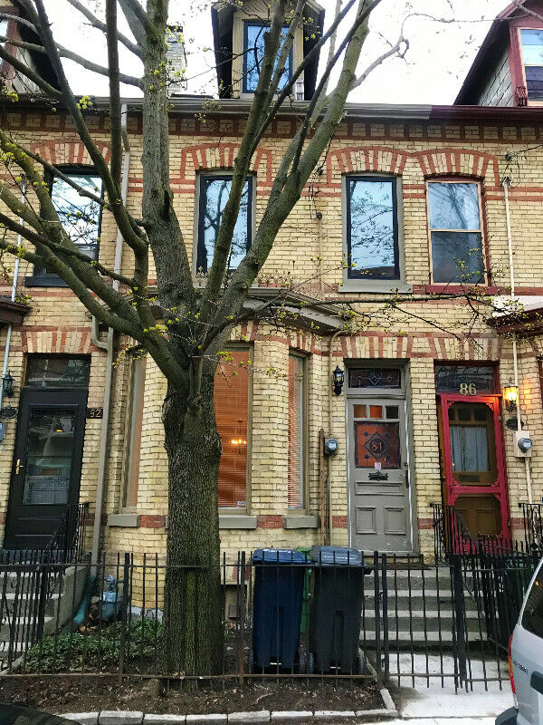 3 Bedroom Cabbagetown Heritage Townhouse
