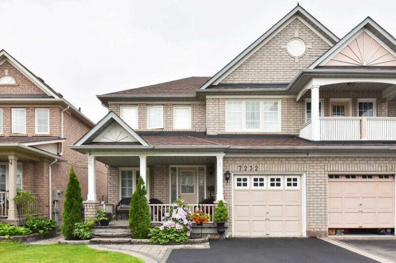 3+2Br Semi-Detached In The Heart Of Meadowvale Community