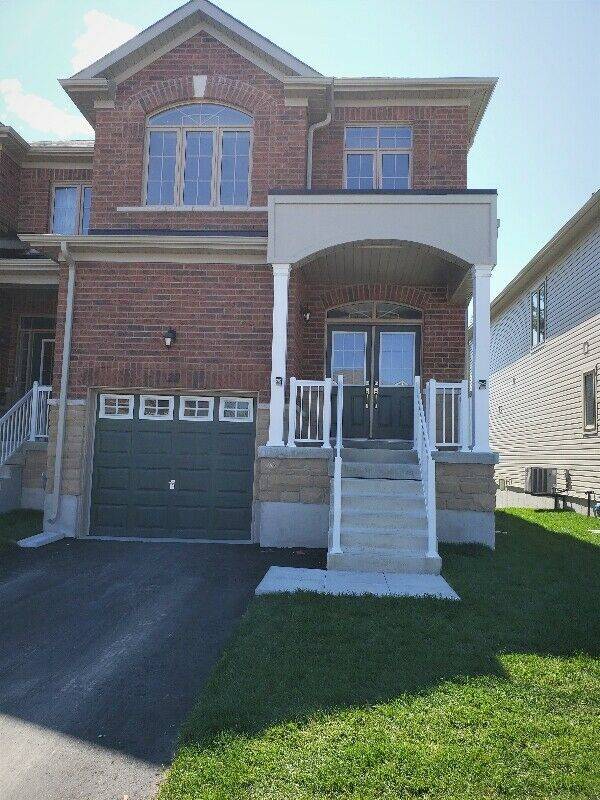 4 Bedroom Townhouse for Sale ( Angus - Barrie)