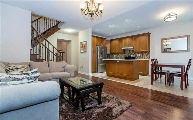 Luxurious Freehold Townhouse - Steels & Financial $769,900