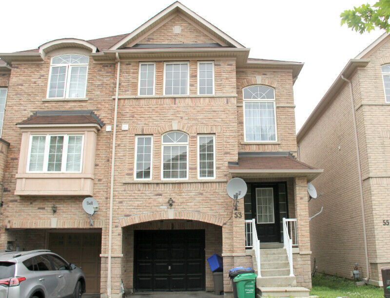 Large townhouse for rent close to Steeles and Hurontario